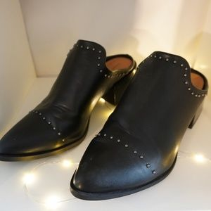 Universal Thread Black Boots